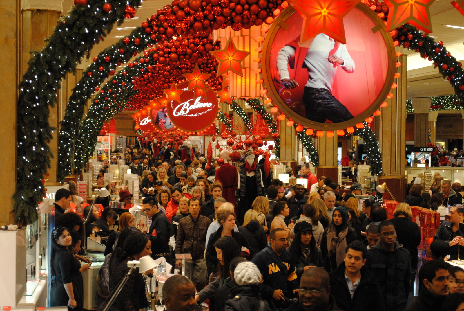 Macys-New-York-34-Black-Friday-Crowd