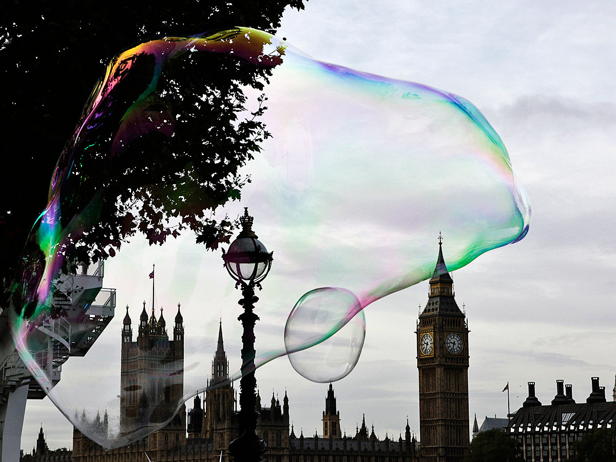 mark-carney-is-using-a-new-tool-to-deflate-the-british-housing-bubble