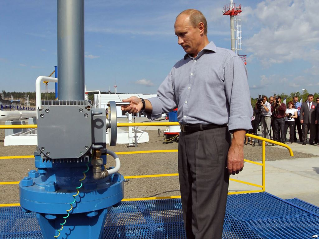 Putin-at-Eastern-pipeline
