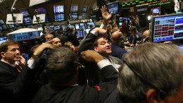 100480338-NYSE_traders_4b_getty.1910x1000